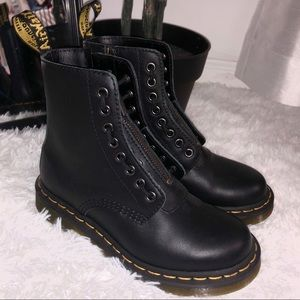 BRAND NEW NEVER WORE DR MARTENS BOOTS